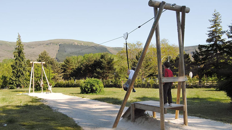 Tirolina en el Parque infantil detrás del Ahorramas (Calle 28 de junio)