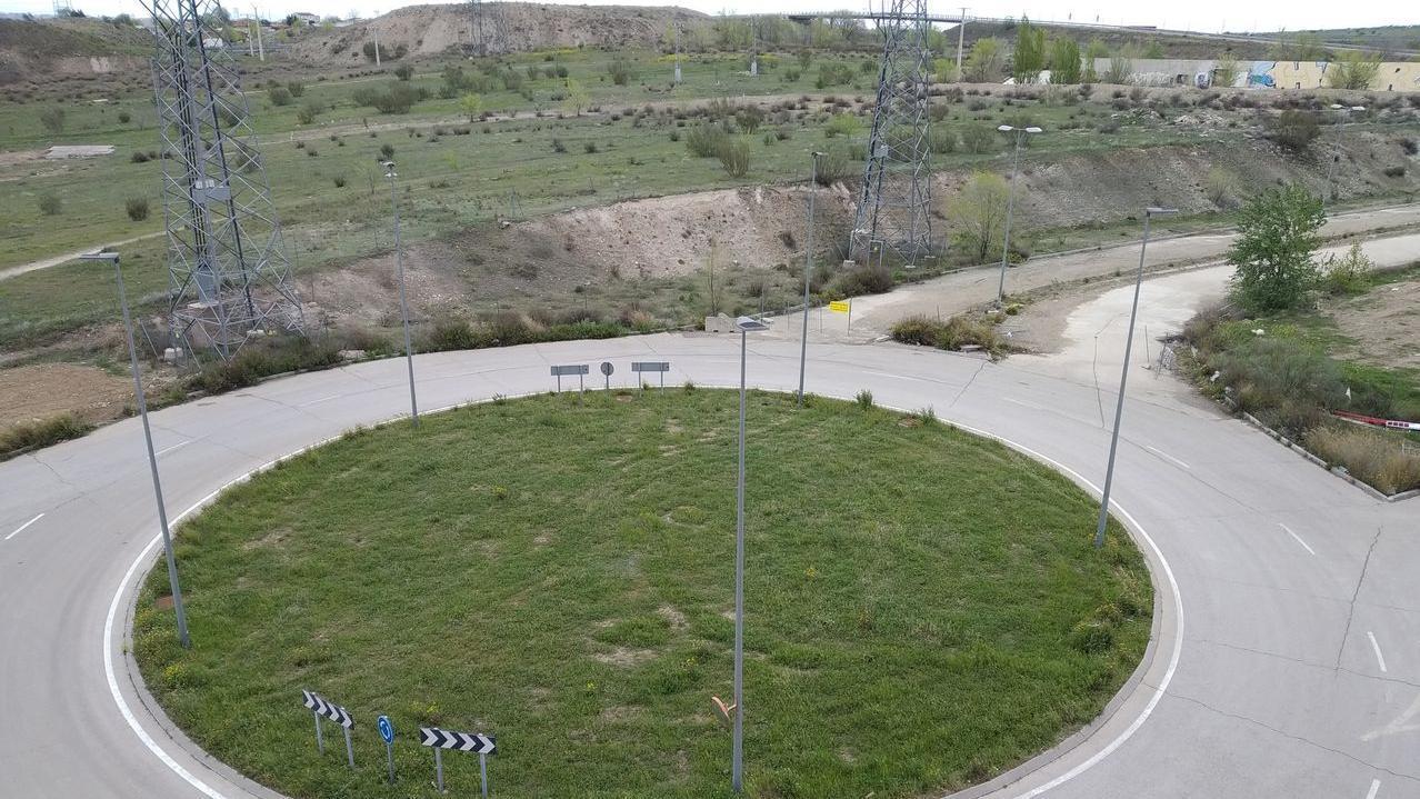 Arreglar rotonda final Avd Tierra con calle Biodiversidad